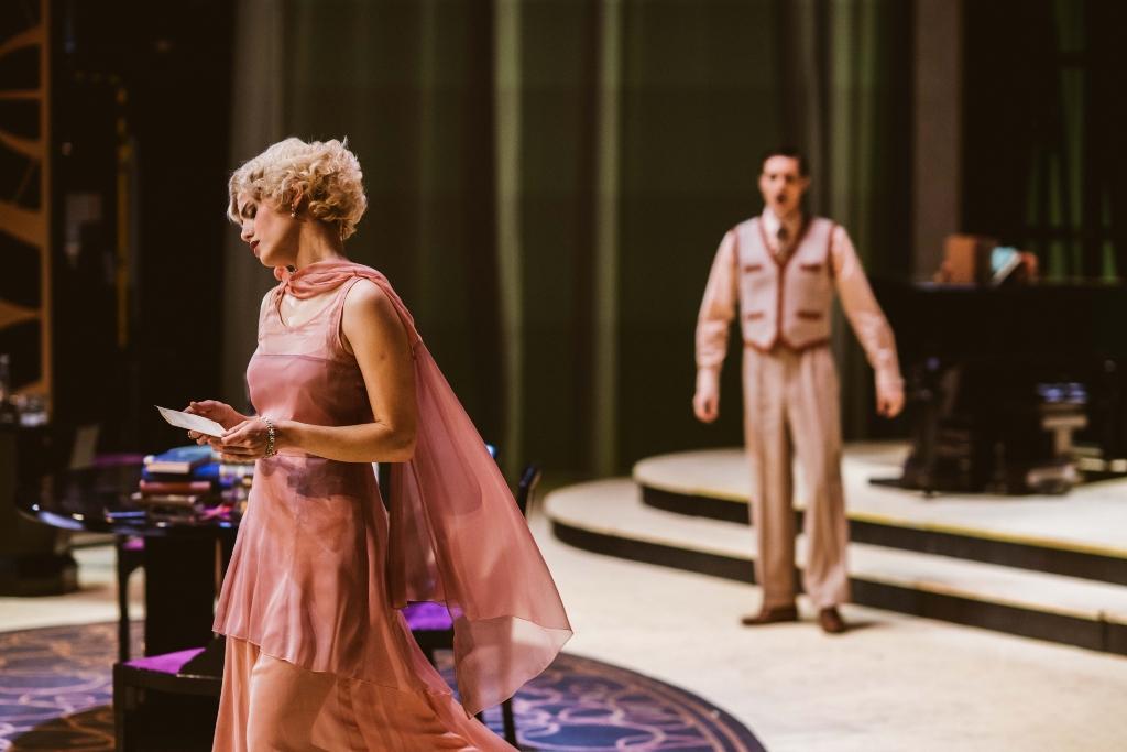 """Lisa Habermann as Dolly and Lukas Perman as Dr. Roger Fleuriot in Benatzky's """"Meine Schwester und ich."""" (Photo:  Jenni Koller/Volksoper Wien)"""