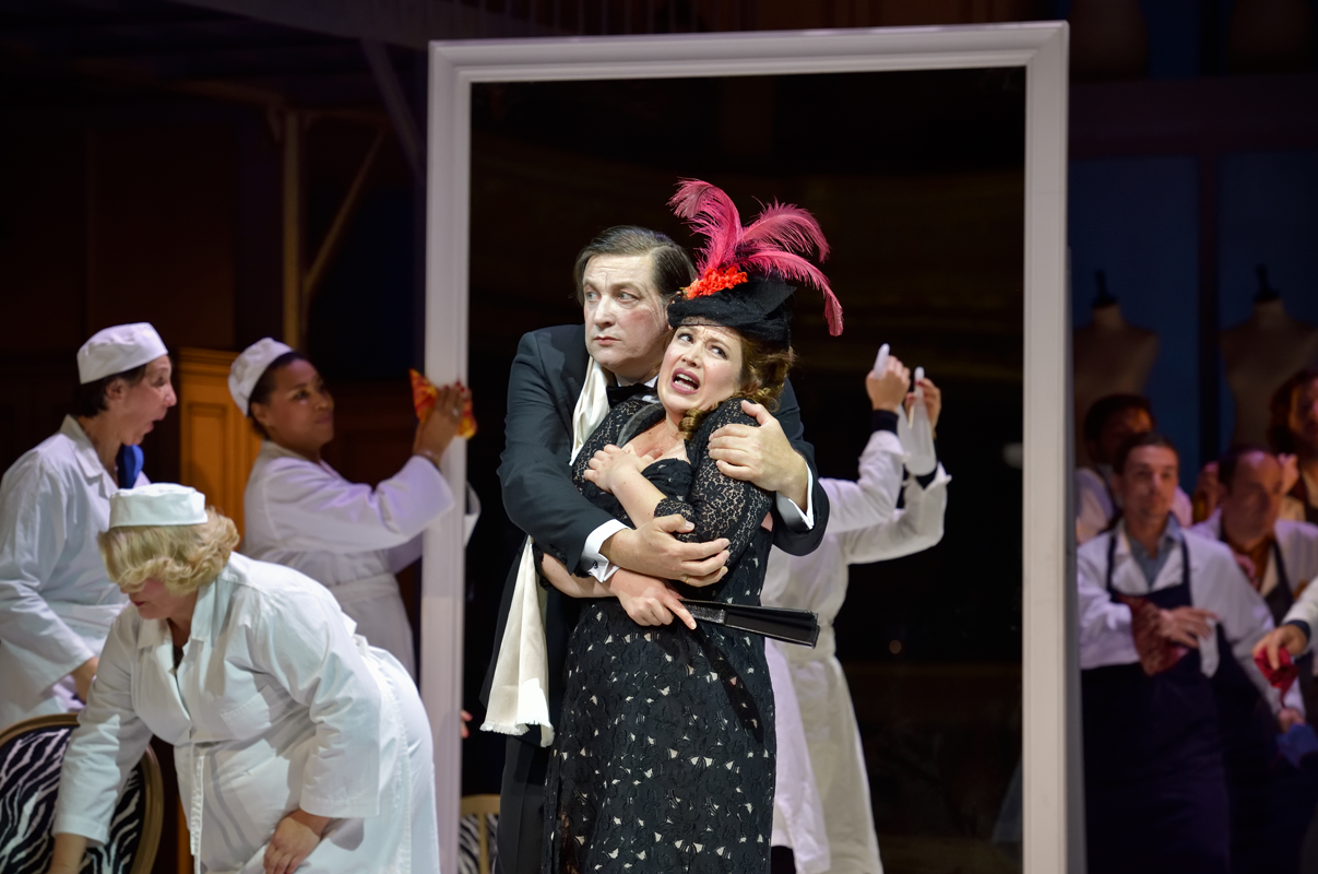 Madame Favart (Marion Lebègue) and Marquis de Pontsablé (Eric Huchet) in the Opéra-Comique production of 2019. (Photo: Stéphane Brion)