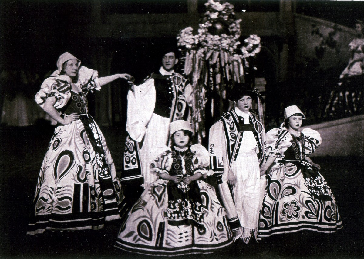 "Scene from the original 1932 production of ""Teufelsreiter"" at Theater an der Wien. (Photo: Archive Operetta Research Center)"