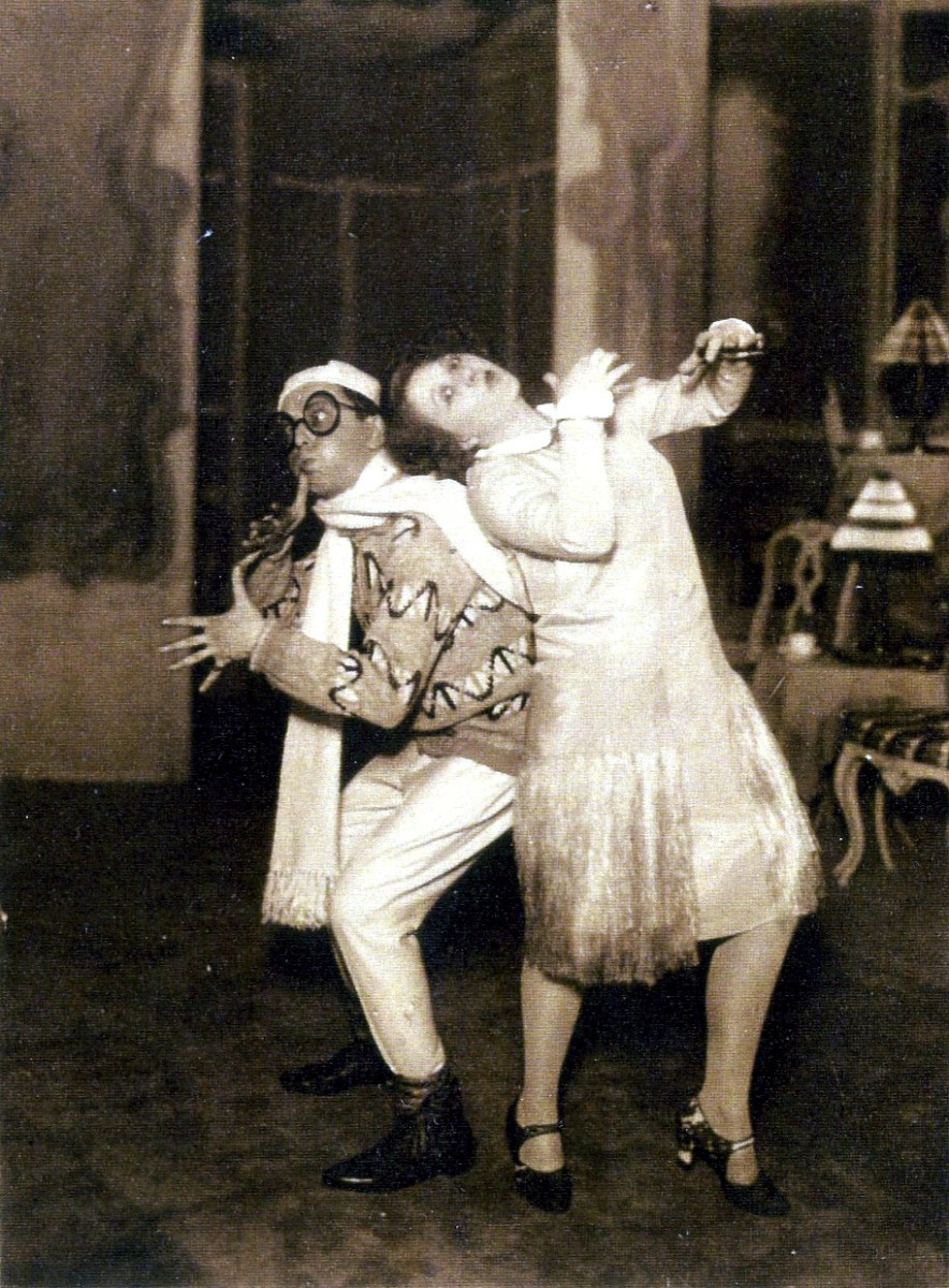 "The rumba dancing comedians in the original 1932 production of ""Teufelsreiter"" at Theater an der Wien. (Photo: Archive Operetta Research Center)"
