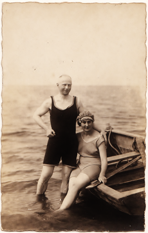 A couple in 1920, sitting on a rowing boat. (Photo: Evelin Förster Collection)