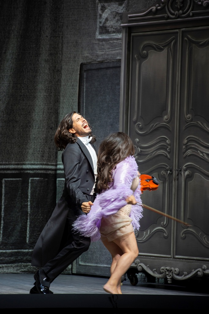 "A marriage of the rocks:  Joel Prieto (l.) with great hair and Kathryn Lewek in ""Orphée aux enfers"" at the Salzburg Festival, 2019. (Photo: SF/Monika Rittershaus)"