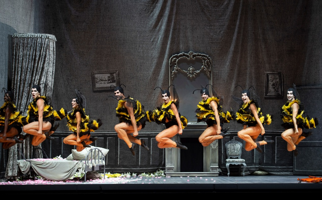 "The dancing bees in Barrie Kosky's production of ""Orphée aux enfers"" at the Salzburg Festival. (Photo: SF/Monika Rittershaus)"