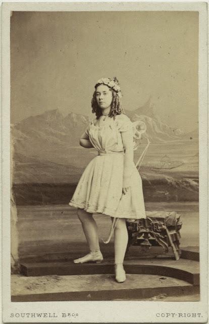 Maria Longford as Cupid. (Photo: Kurt Gänzl Archive)
