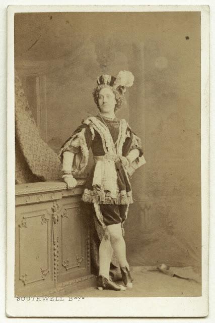 Harriet Pelham as Prince Lollius. (Photo: Kurt Gänzl Archive)