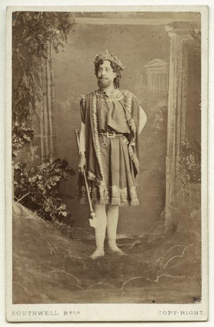 Harriet Pelham as Jupiter. (Photo: Kurt Gänzl Archive)