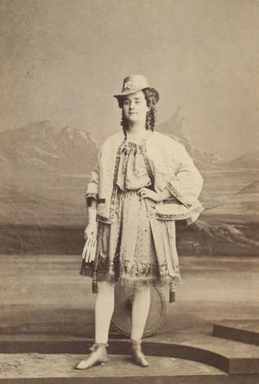 Lydia Maitland as Apollo. (Photo: Kurt Gänzl Archive)