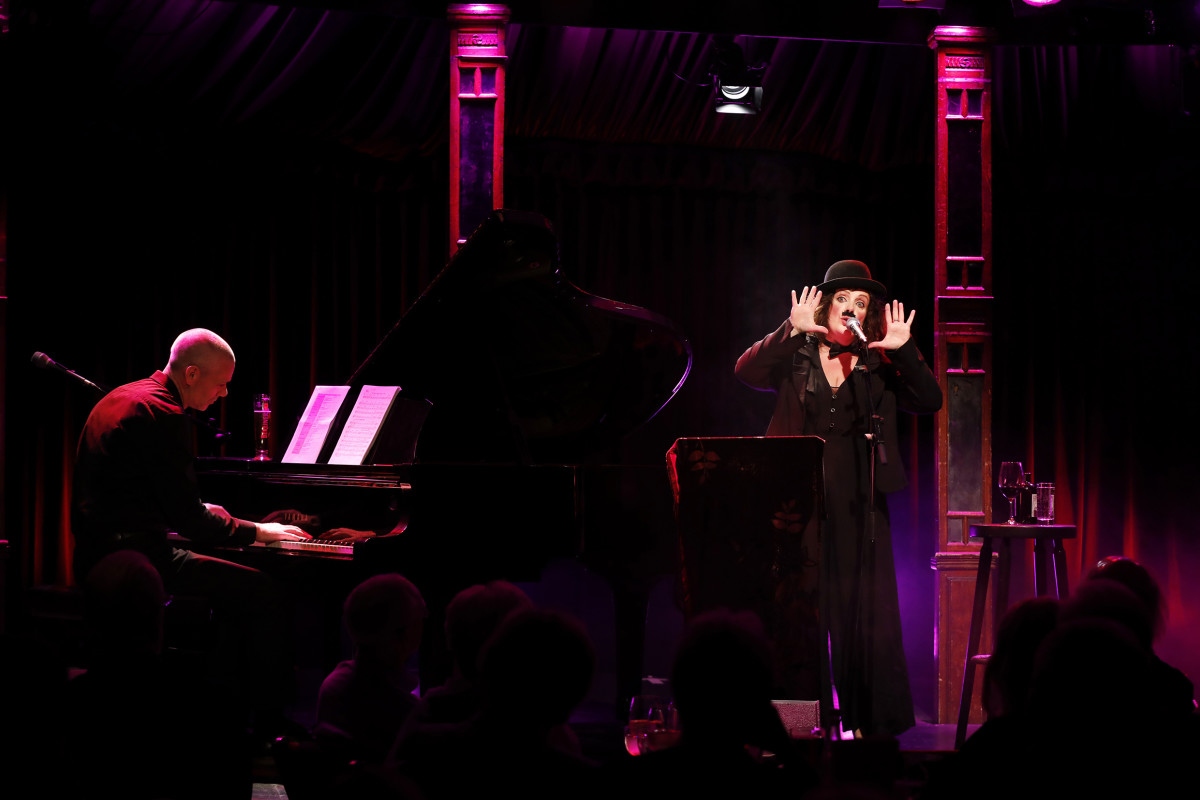 "Christine Bovill performing in ""Tonight You Belong To Me."" (Photo: Barbara Braun / Bar jeder Vernunft)"
