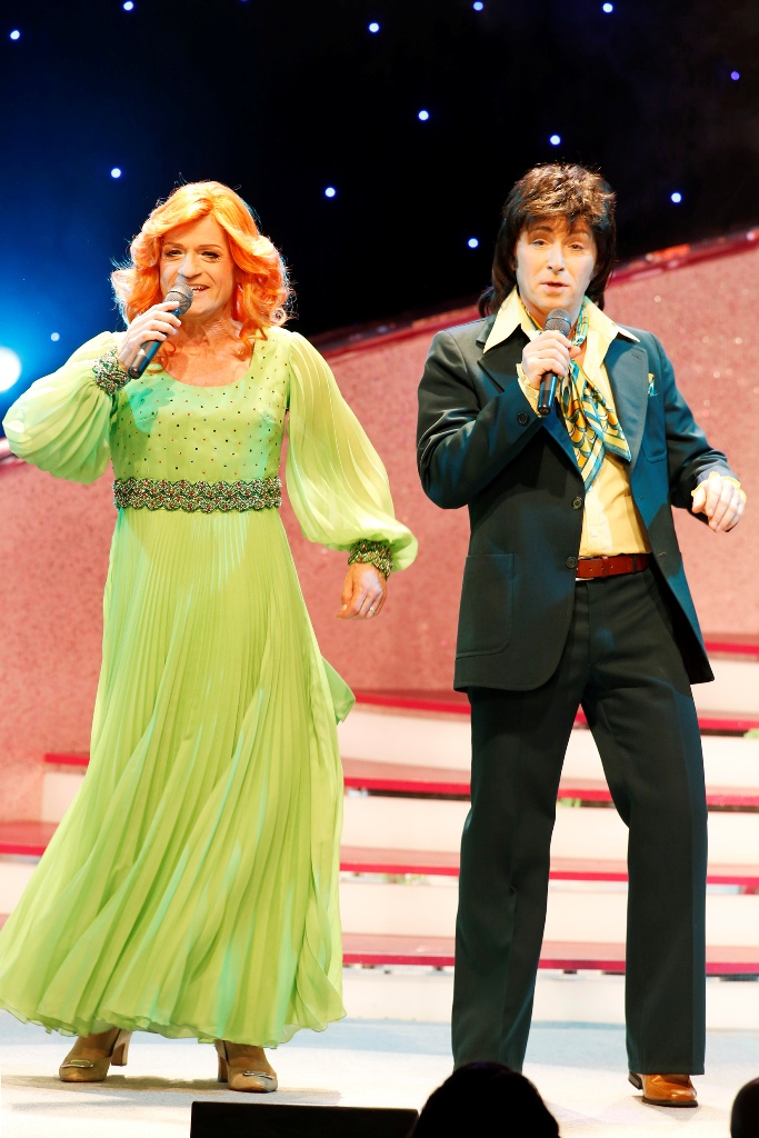 Ursli Pfister as Cindy and Toni Pfister as Bert. (Photo: Barbara Braun / Tipi am Kanzleramt)