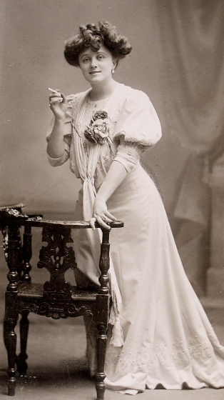 "Mizzi Günther holding a cigarette in her hand as Alice Couder in ""Die Dollarprinzessin,"" as seen in the original production in Vienna. (Photo: Theatermuseum Wien)"