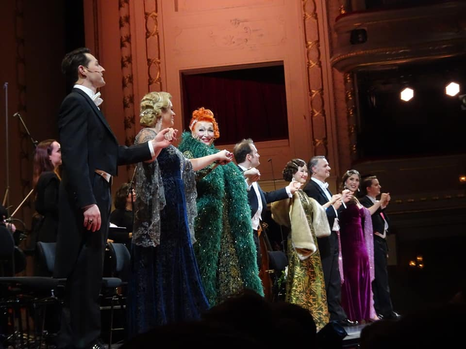"The full cast taking their final bows after the performance of ""Dschainah"" at Komische Oper Berlin. Photo: Private)"