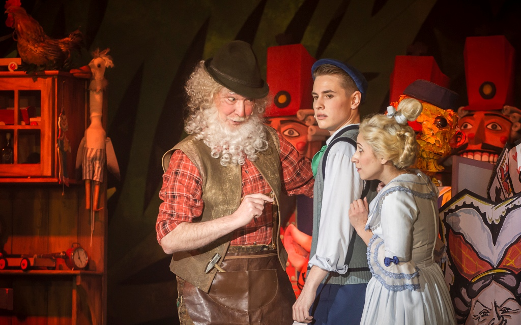 "Herbert G. Adami  as the Toymaker, Jakob Wirnsperger and Nataliia Ulasevych as the Farmboy and Mary in ""Babes in Toyland"" production in Zwickau-Plauen. (Photo: André Leischner)"
