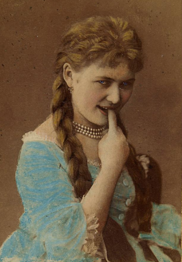 Hermine Meyerhoff in costume, sticking a naughty finger into her mouth. (Photo: Julius Gertinger / Theatermuseum Wien)