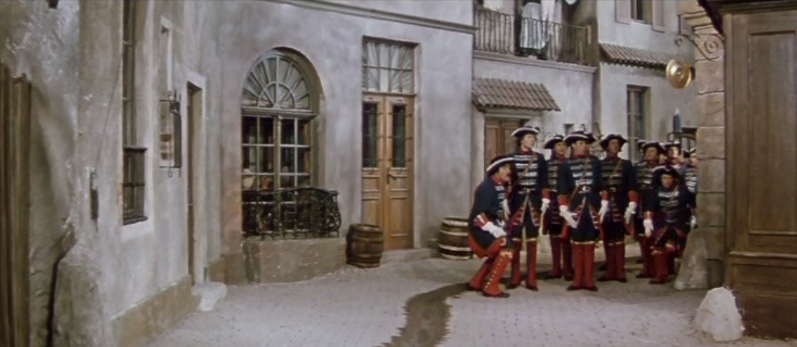 The soldiers looking for the lovely laudry ladies. (Photo: Screenshot from the 1960 DEFA film version)
