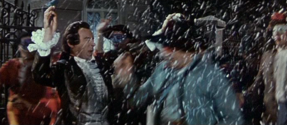 In the 1960 movie version Malicorne (l.) is pushed into the gutter by the mob. (Photo: Screenshot from the DEFA film)
