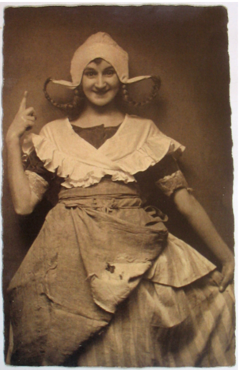 """Ida Russka as """"Das Hollandweibchen"""" in the world-premiere production in Vienna, 1920. (Photo: Archive of the Operetta Research Center)"""