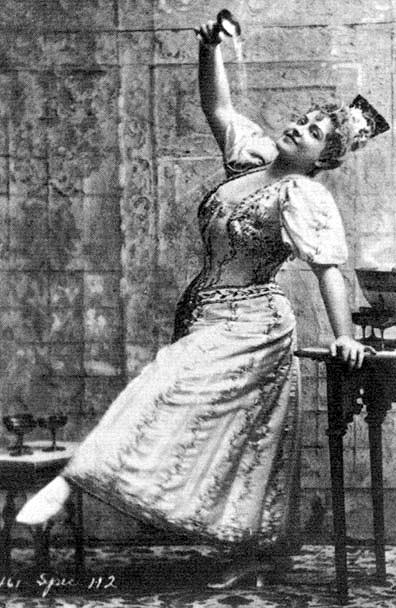 "Lillian Russell in ""Giroflé-Girofla"" in 1895."