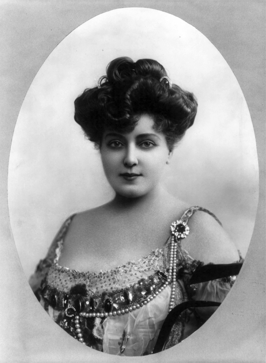 Lillian Russell in 1905. (Photo: Benjamin Falk)