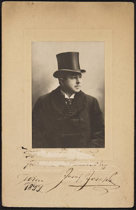 A formal portait of Josef Josephi. (Photo: Theatermuseum Wien)