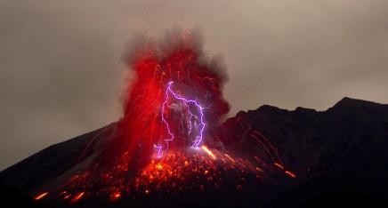 """""""Trafalgar sur un volcan"""": An(other) Operetta About Terrorists?"""