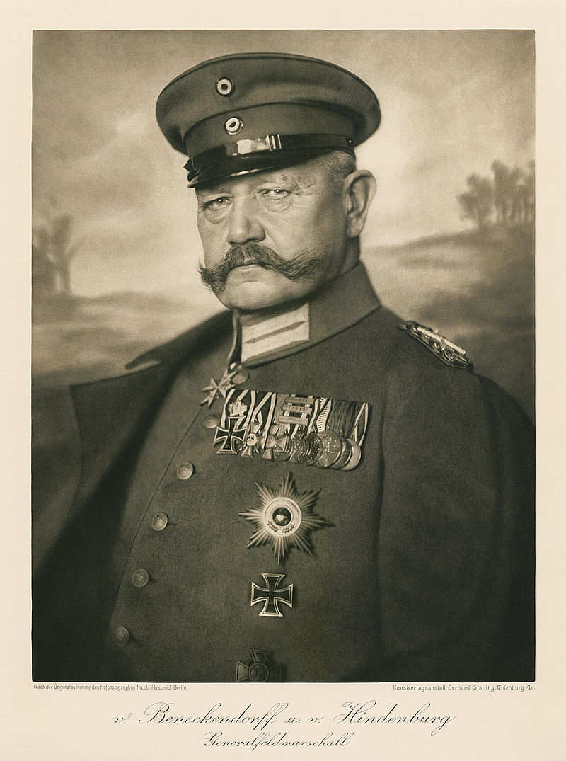 Paul von Hindenburg in full military uniform, 1915. (Photo: Nicola Perscheid)