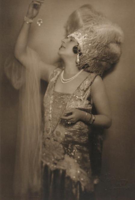 """Betty Fischer holding the famous """"Orlow"""" diamond in her hands in the Granichstaedten operetta at Theater an der Wien. (Photo:  Atelier Setzer / Theatermuseum Wien)"""