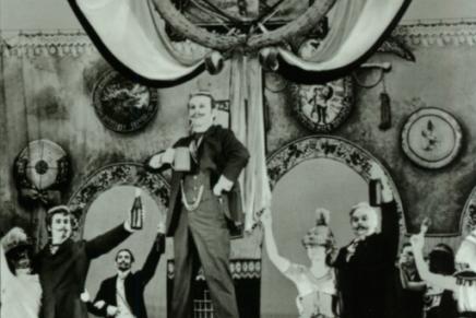 """""""Bretter, die die die Welt bedeuten"""": The DDR Musical Returns To Musikalische Komödie Leipzig"""