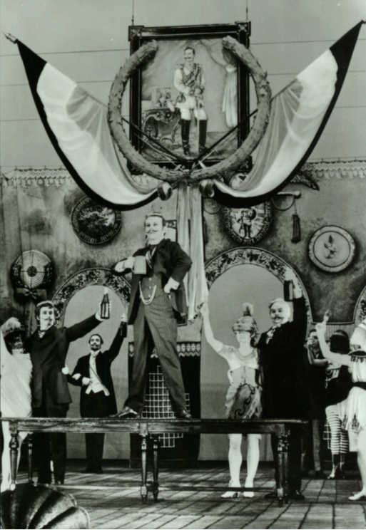 "Scene from the 1970 world premiere production of ""Bretter, die die Welt bedeuten"" at Metropol Theater Berlin. (Photo: From the catalogue ""Welt der Operette"" / Österreichisches Theatermuseum / Brandstätter Verlag)"