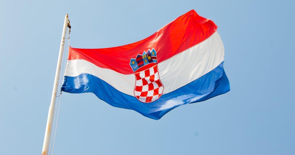 A Croatian flag in the wind at Pula. (Photo: Niels Bosman / Unsplash)
