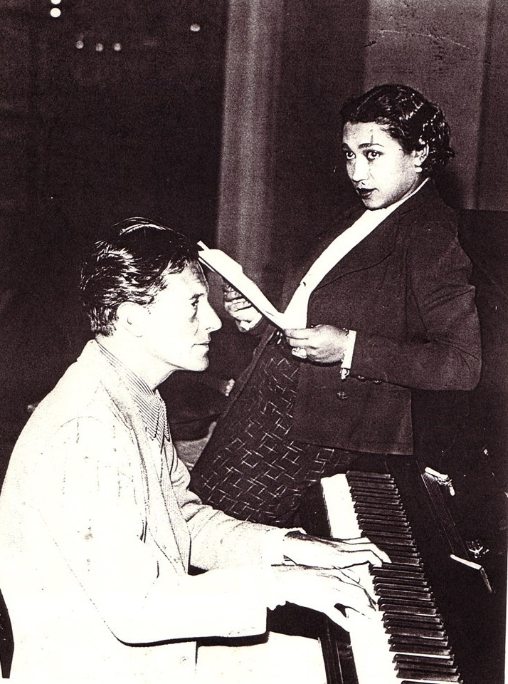 Elisabeth Welch  rehearsing with Ivor Novello at the piano. (Photo: Archive David Slattery-Christy)
