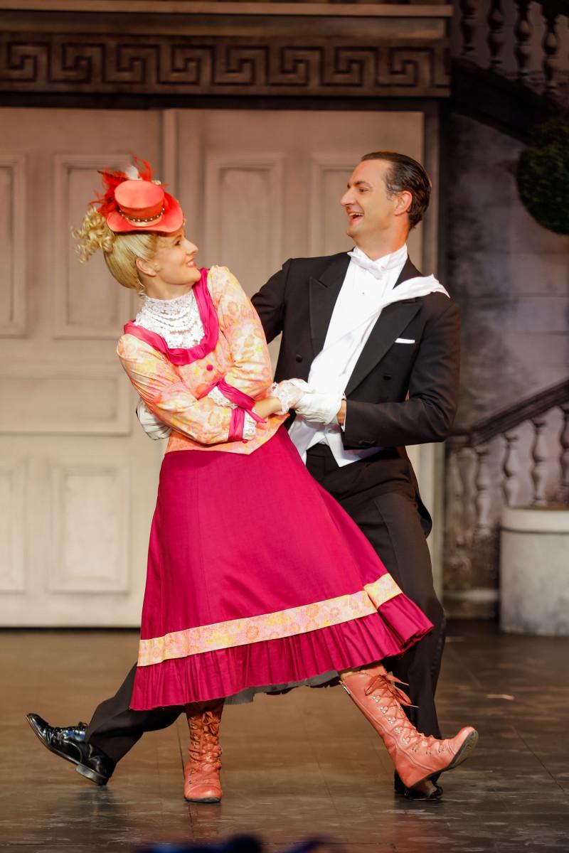 The comedians: Martha Hirschmann and Ricardo Frenzel Baudisch. (Photo: Christian Husar)