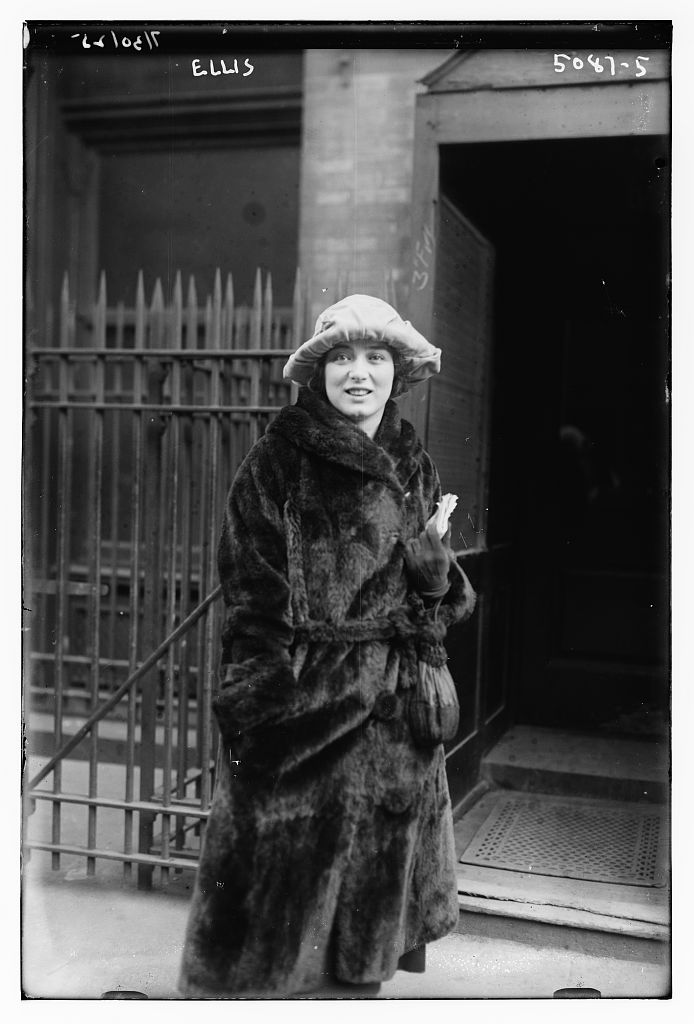 Mary Ellis at the stage door to the Metropolitan Opera in 1920. (Photo: Library of Congress)
