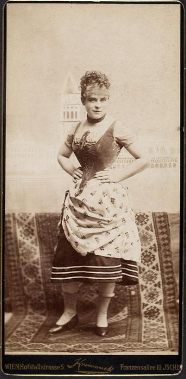 """Rosa Streitmann in """"Eine Nacht in Venedig"""" back in 1883. (Photo: Rudolf Krziwanek / Theatermuseum Wien)"""