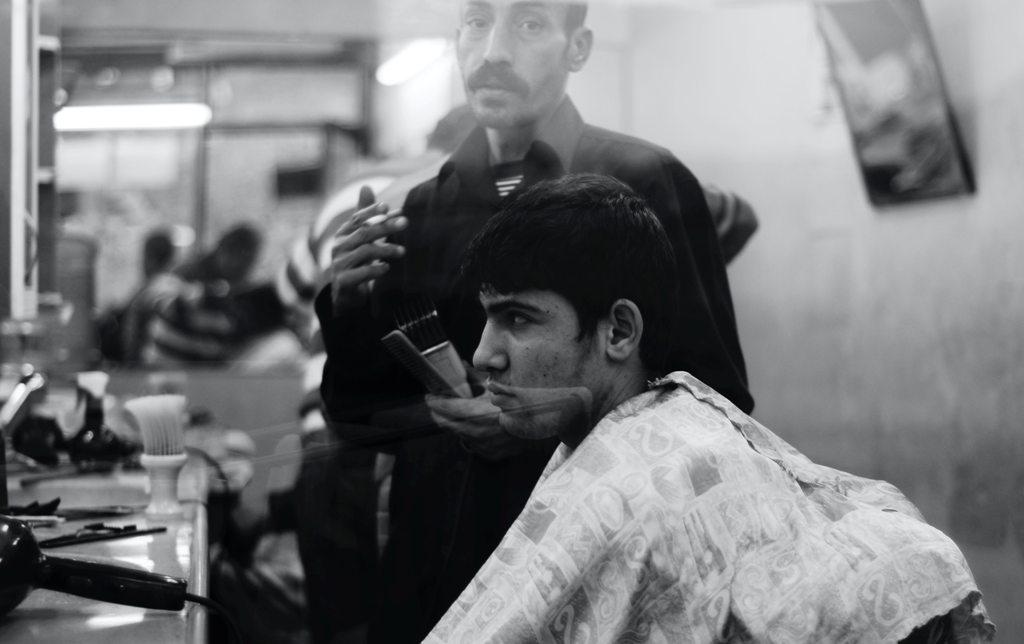 A young man at a barber shop in Itsanbul. (Photo: Barna Bartis / Unsplash)