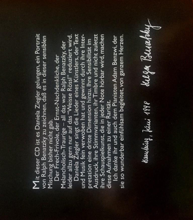 "Helga Benatzky's hand-signed note in the booklet of ""Daniela Ziegler singt Ralph Benatzky."" (Photo: Edition Berliner Musenkinder)"