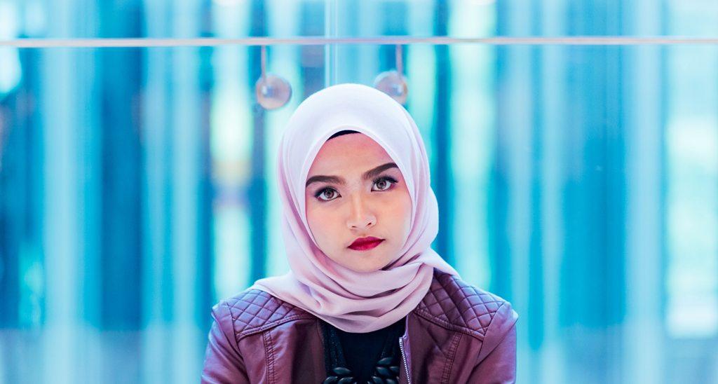 A young Muslim woman today. (Photo: Muhammad Faiz Zulkeflee / Unsplash)