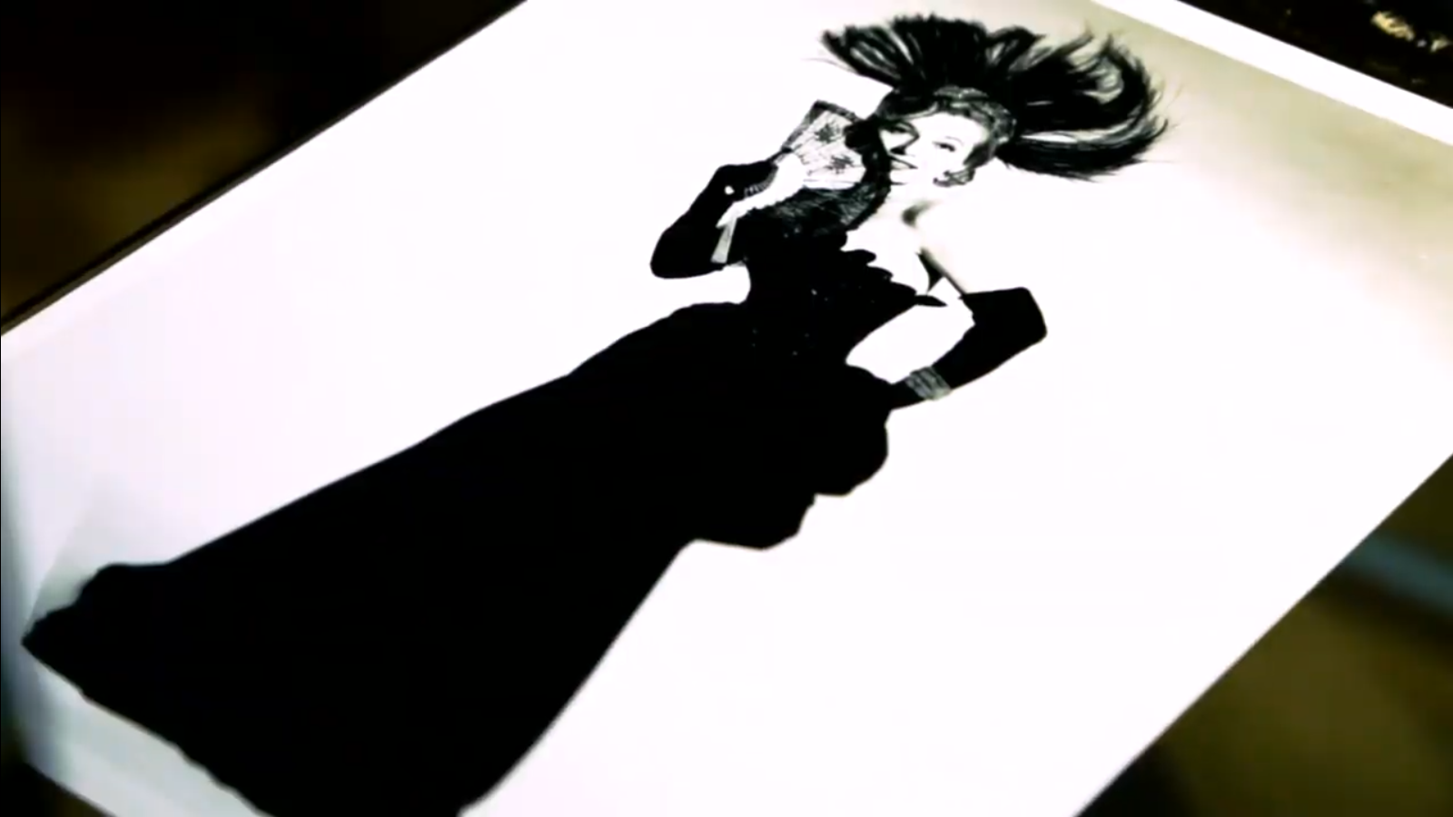 """Marta Eggerth as the """"Merry Widow"""", seen in the new exhibition in Vienna. (Photo: Screenshot)"""
