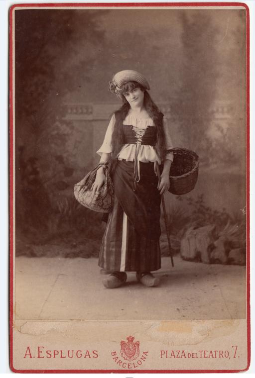 "Consuelo Montañés en ""La mascota"" by Edmond Audran, as seen in Barcelona, around 1882. (Photo: Ignacio Jassa Haro Collection)"