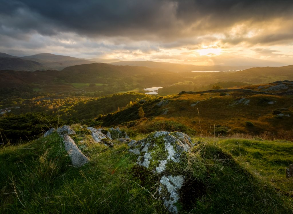 A breathtaking view of Ireland. (Photo: Click and Learn Photography / Unsplash)
