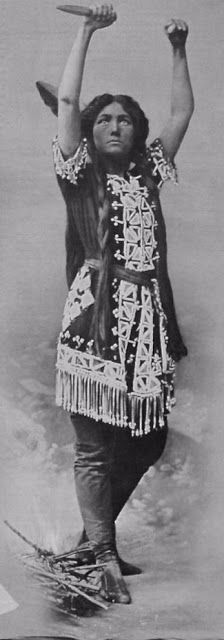 Margaret Fraser as Tiger Lily. (Photo: Kurt Gänzl Archive)