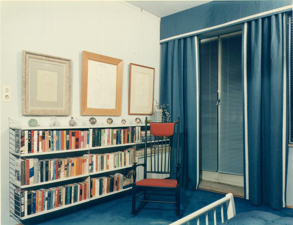 More of Charell's library and art collection in his Munich bedroom, early 1970s. (Photo: Operetta Research Center)