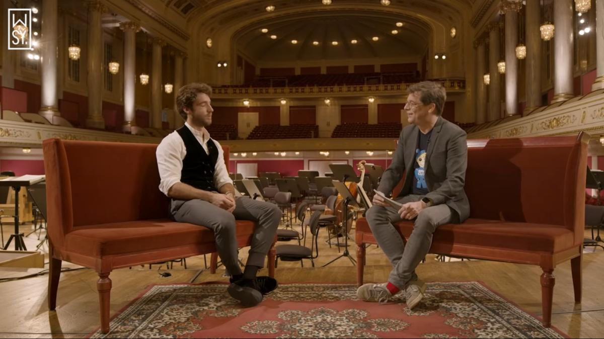 Axel Brüggemann r.) in conversation with conductor Lorenzo Viotti. (Photo: YouTube/Screenshot)