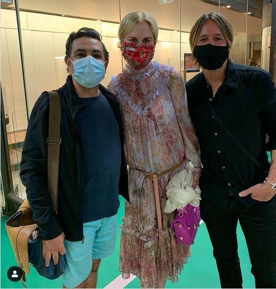 "Australian-Italian tenor Virgilio Marina with Nicole Kidman and Keith Urban after the ""Merry Widow"" performance in Sydney. (Photo: Instagram / virgilio_marino_tenor / courtesy Lyndon Terracini)"