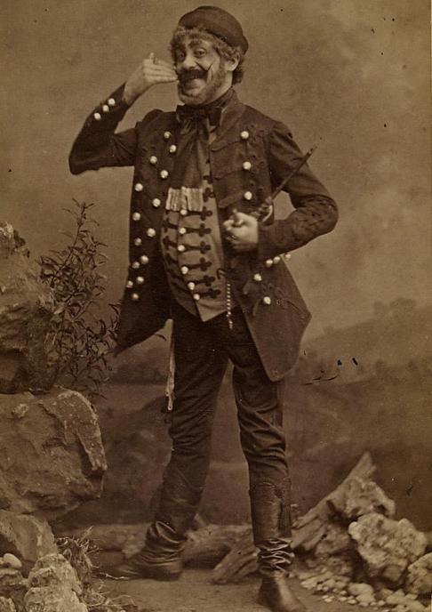 "Alexander Girardi as Kálmán Zsupán in ""Der Zigeunerbaron,"" 1895. (Photo: (Photo: Rudolf Krziwanek / Theatermuseum Wien)"