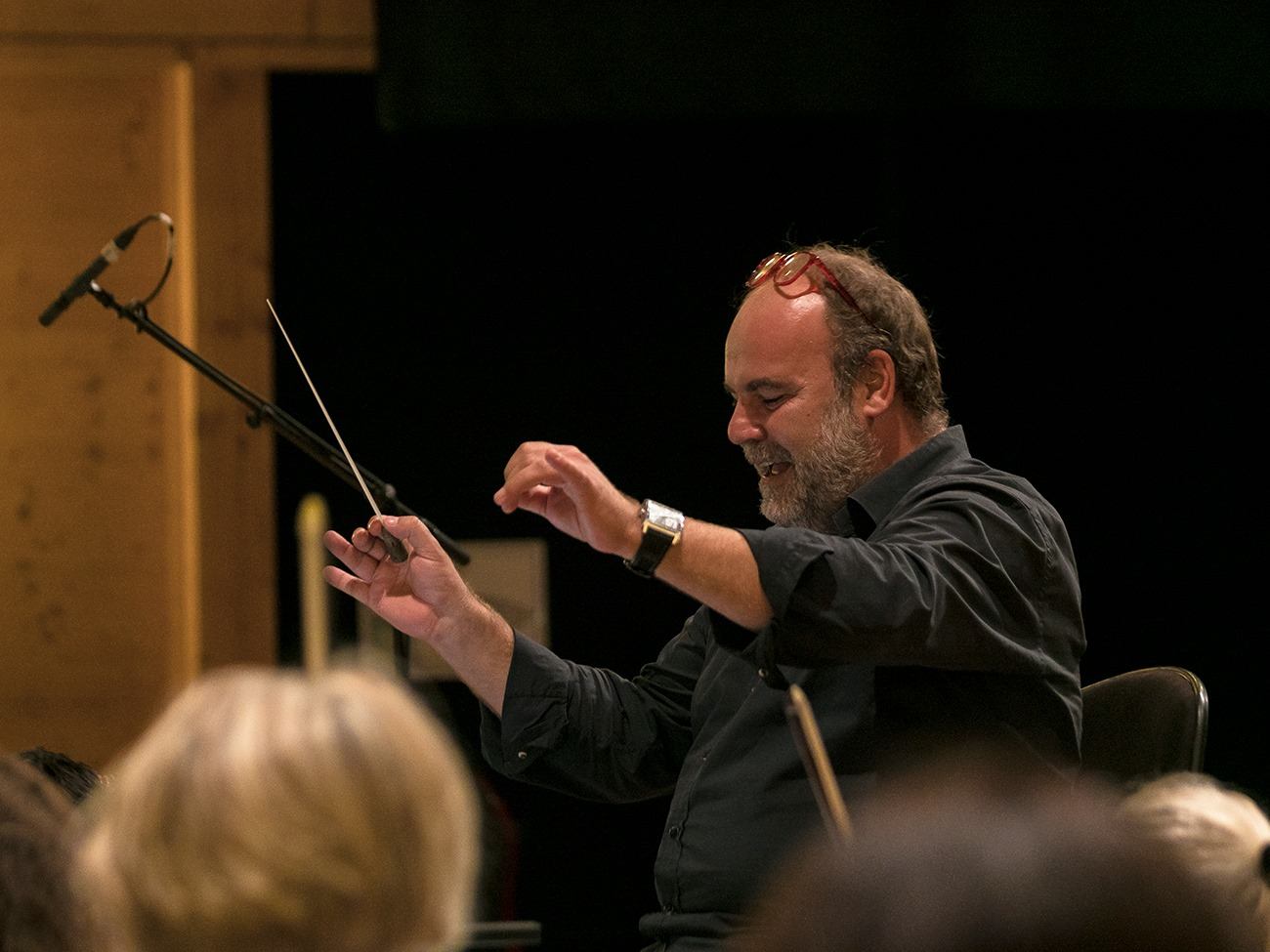 Conductor Samuel Jean during the recording sessions. (Photo: Palazzetto BruZane)