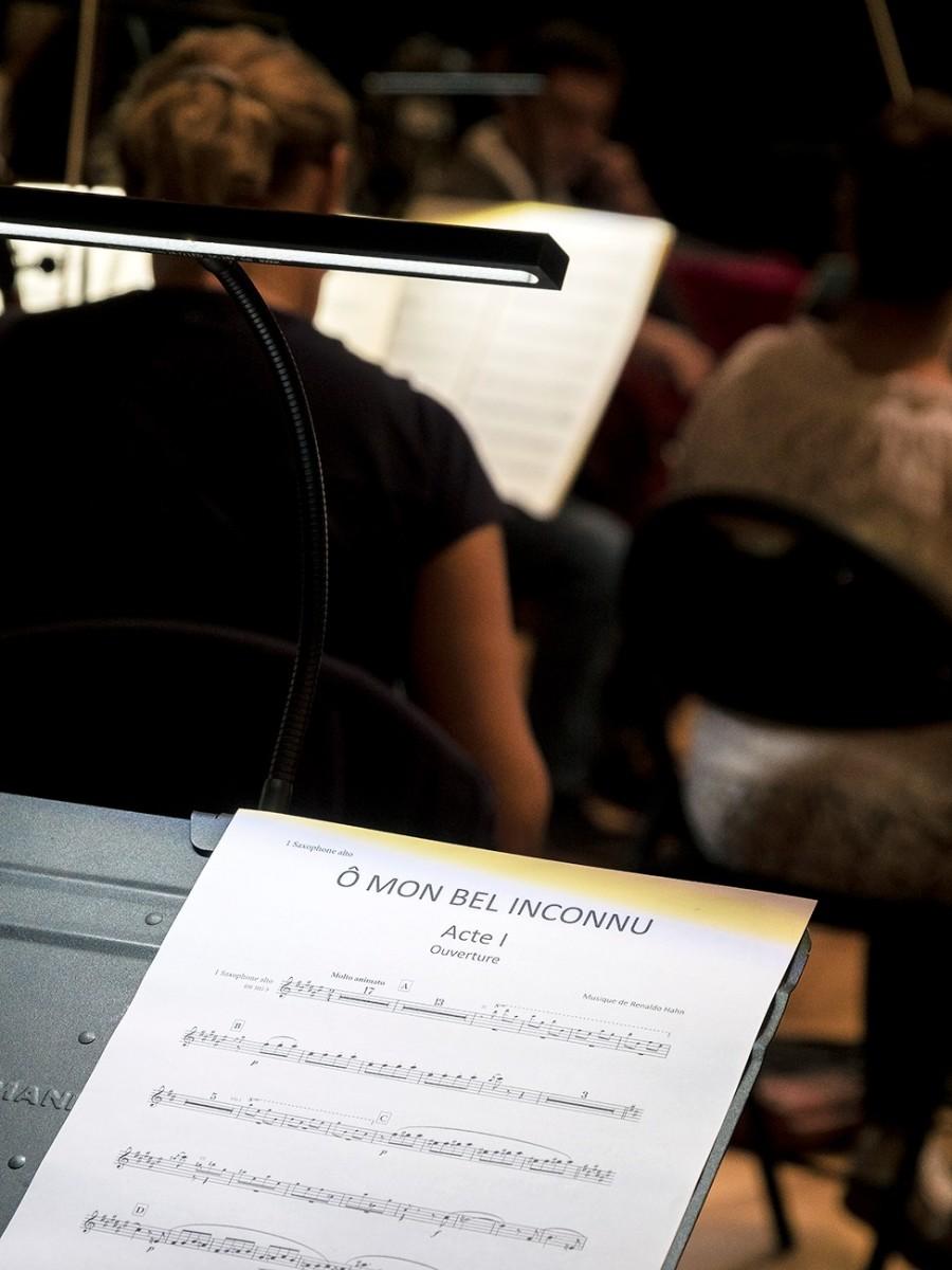 "The recording session for ""Ô mon bel inconnu."" (Photo: Palazzetto BruZane)"