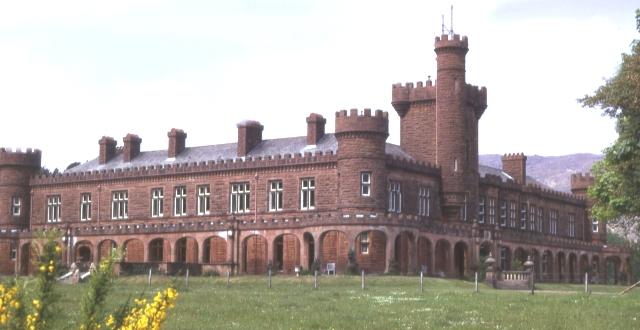 Kinloch Castle on the Isle of Rum. (Photo: Anne Burgess / Wikipedia)