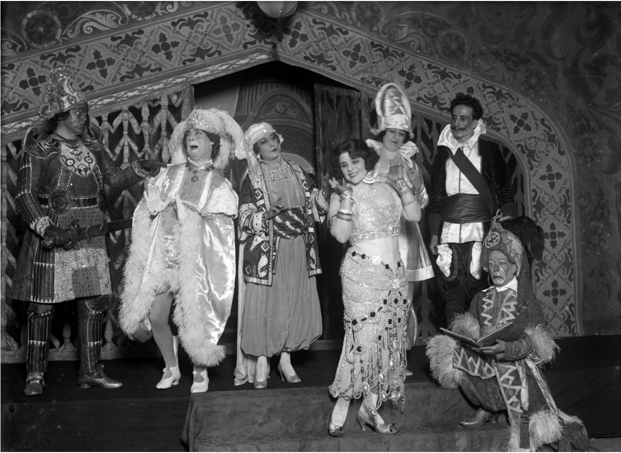 "Esperanza Iris performing ""Belamor"" in Mexico. (Photo: National Archive of Mexico)"