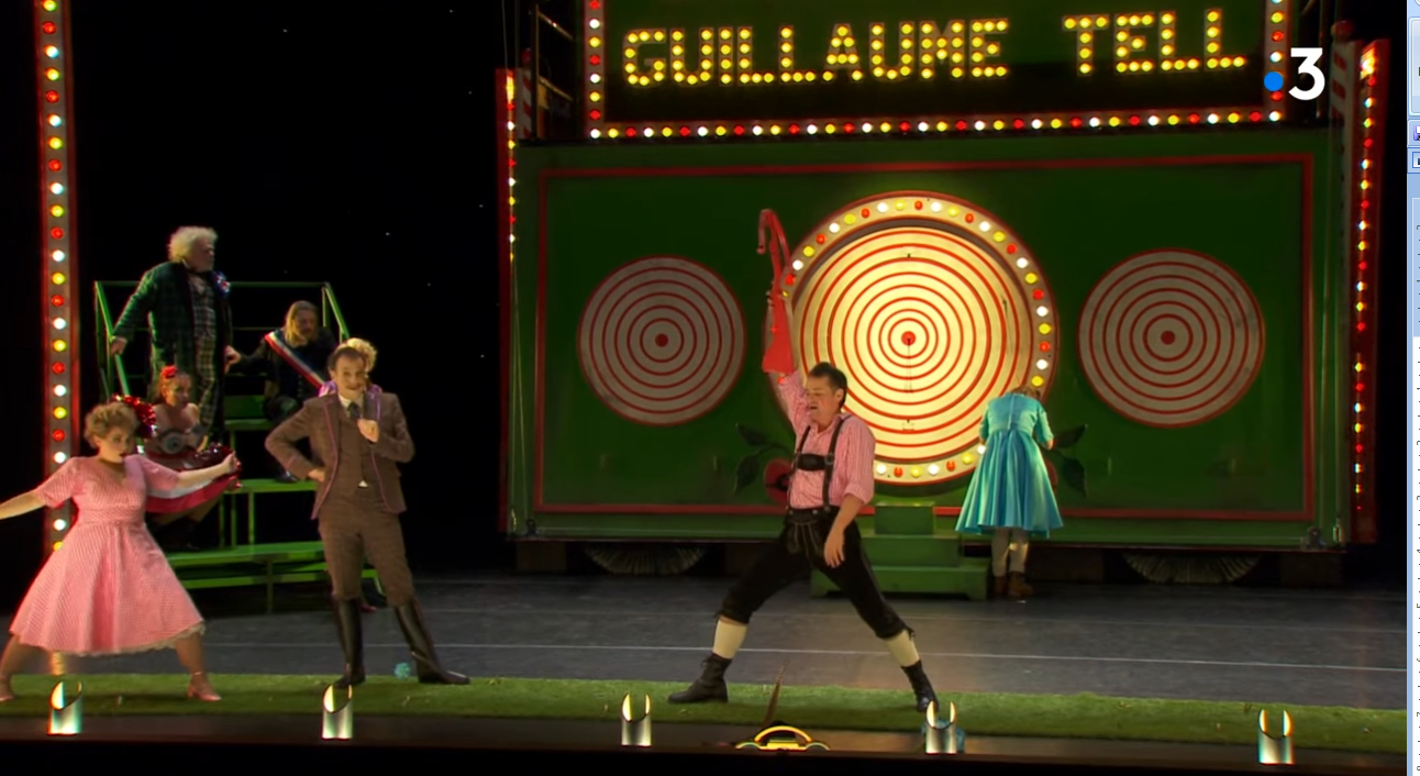 """Scene from the new """"L'œil crevé"""" production from Bordeaux. (Photo: Screenshot)"""