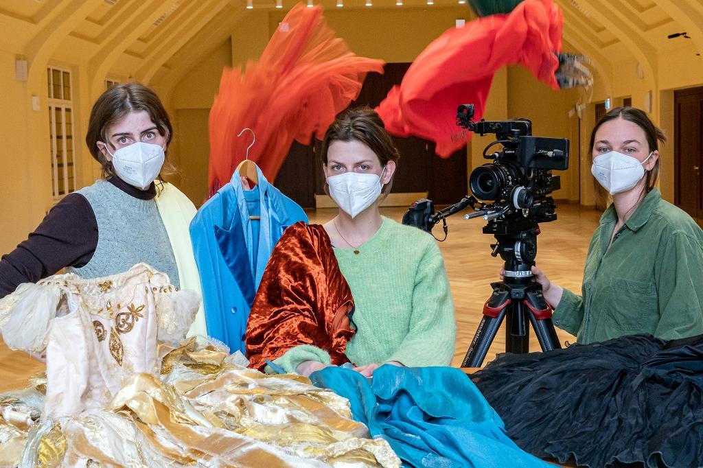 Three of the Munich film makers at work in Leipzig. (Photo: Tom Schulze / HFF Filmteam Oper Leipzig)